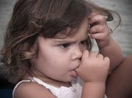 Cum reacţionezi la ticurile copilului