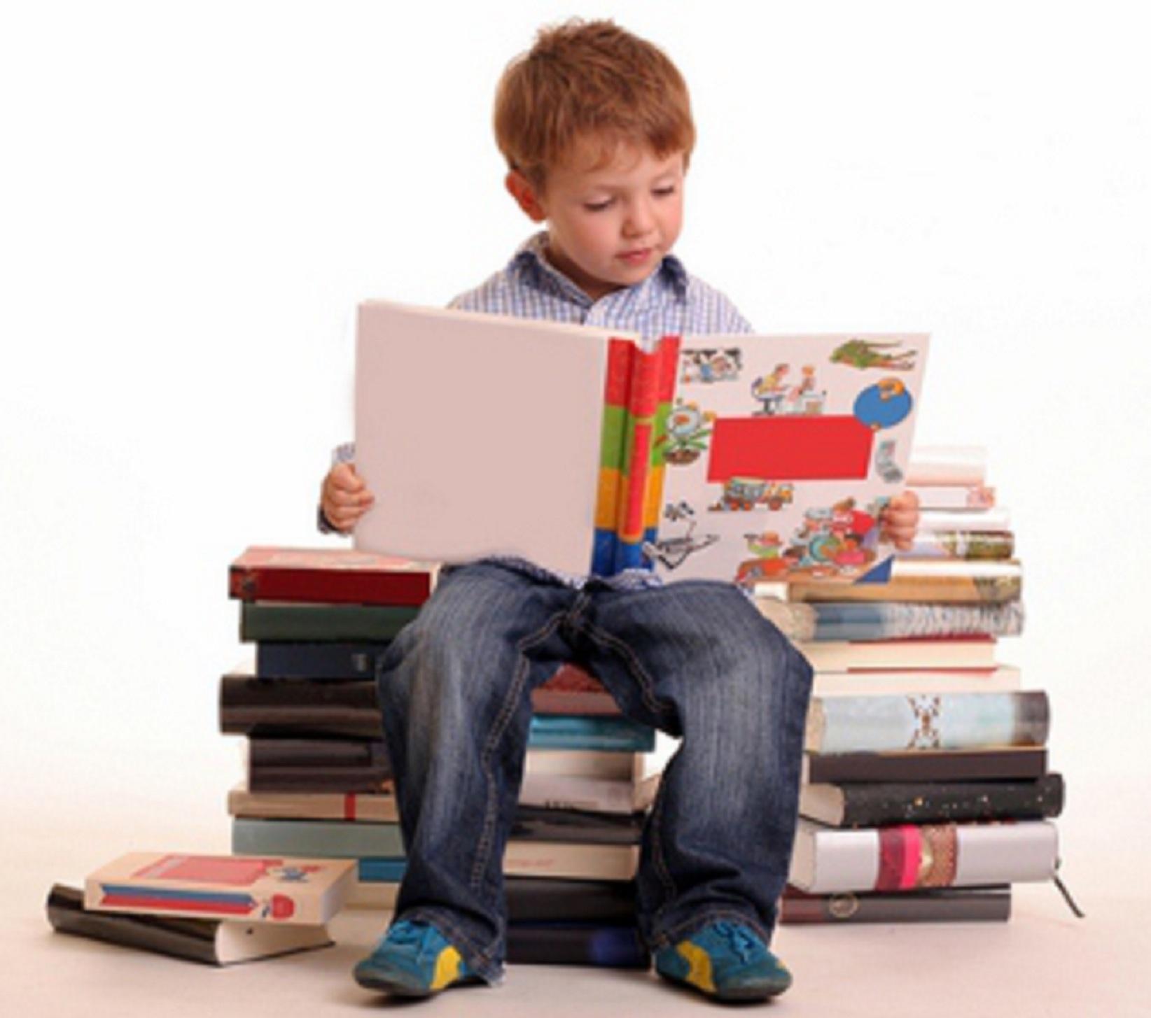 Cum iti convingi copilul sa citeasca in timpul vacantei de vara!