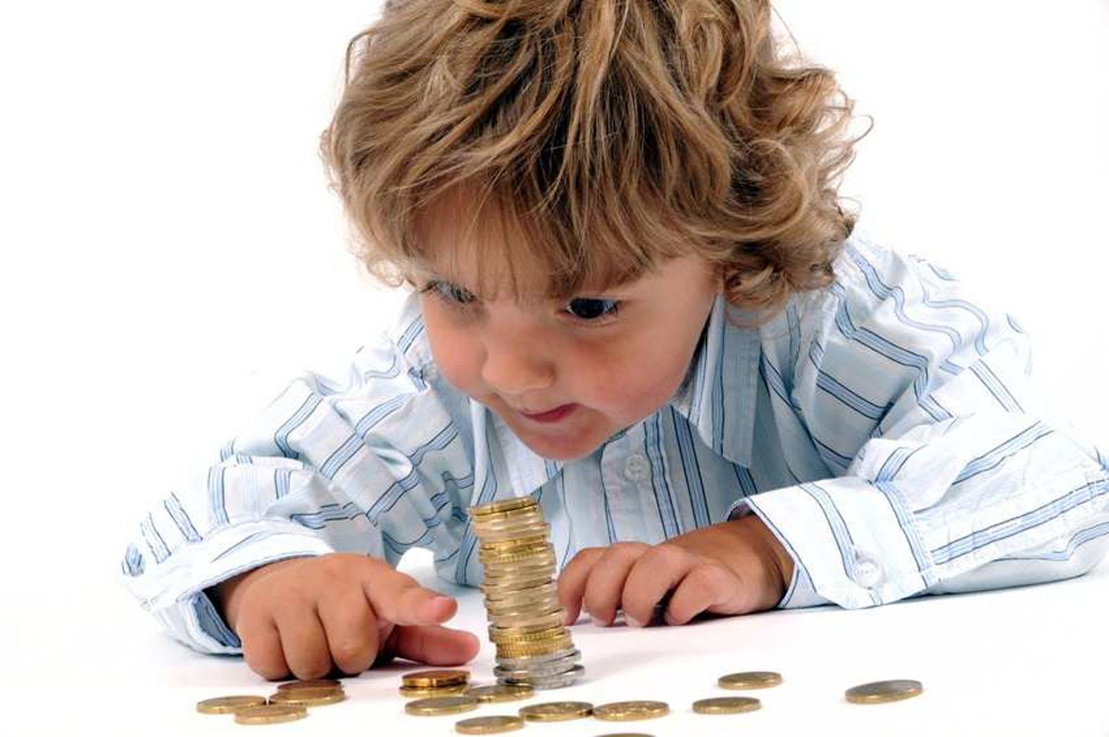 Este bine să dăm bani de buzunar copiilor?