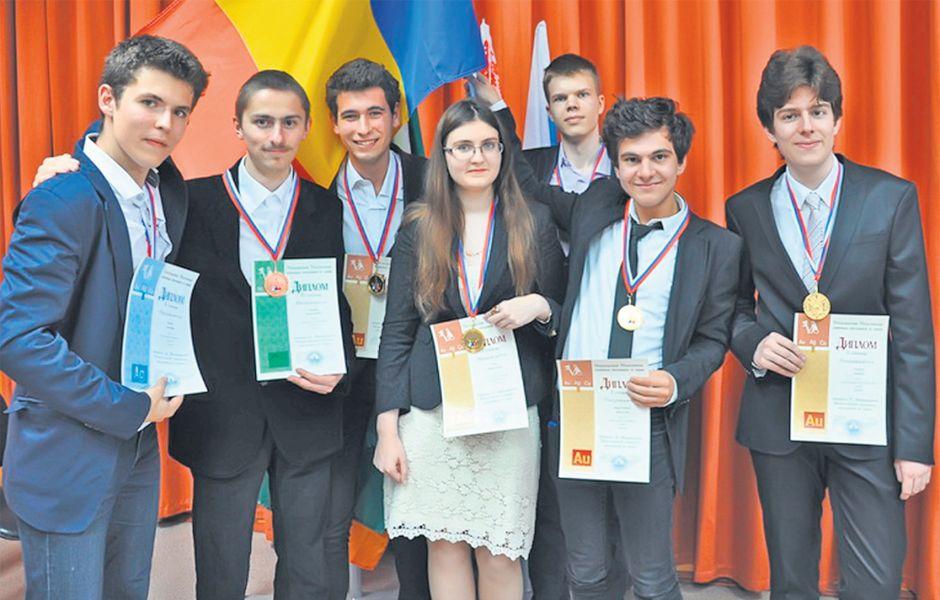 BURSE de excelenţă de 15.000 de euro pentru olimpicii CARE RĂMÂN în România